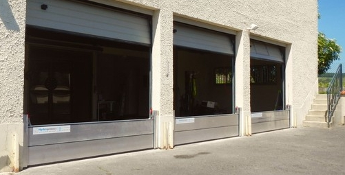 Equipement de 3 entrées de garages avec des batardeaux amovibles tout en aluminium