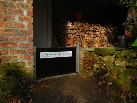 Le batardeau  vous protègera des crues et ce, même placé entre un mur et et la façade de la maison en briques, chantier réalisé en Belgique