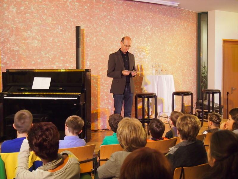 Anton Vetterl begrüßt die Besucher