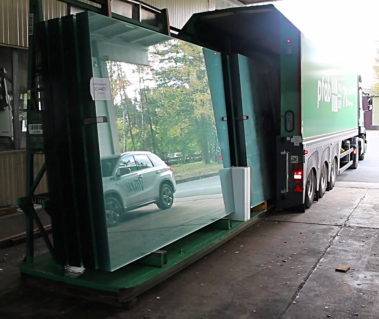 Loading of an L-type Stillage