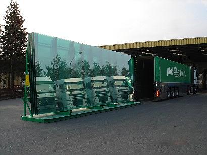 Unloading of an L-type Stillage