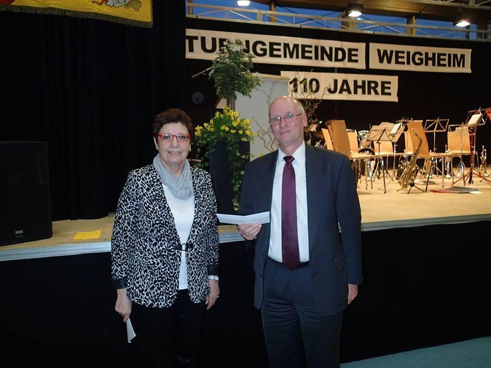 Ursula Mosbacher ( Ortsvorsteherin) mit Eckart Giess