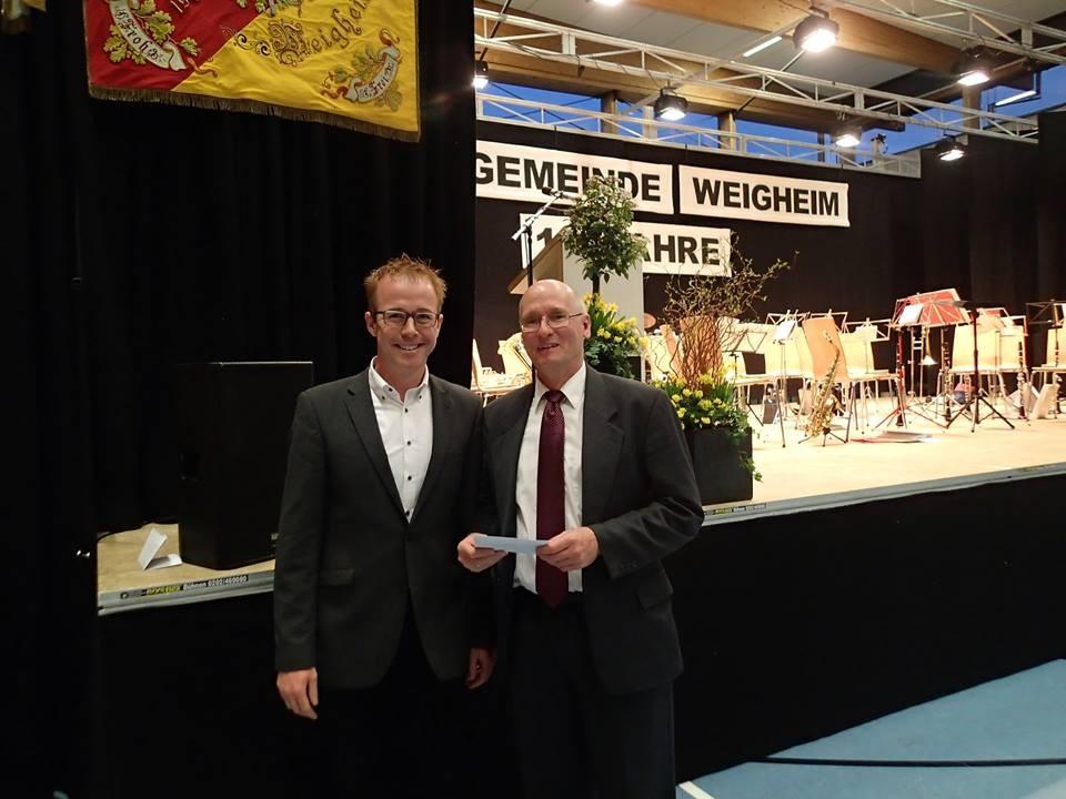 Fabian Jahn ( Vertreter der örtlichen Vereine) mit zweitem Vorsitzenden Eckart Giess