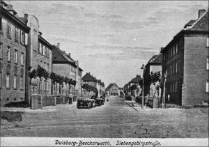 Der Duisburger Architekt Leo Winkel fertigte im August 1916 den ersten Bebauungsplan für eine Wohnsiedlung in Beeckerwerth: Blick in die Siebengebirgsstraße 1924, im Hintergrund die neu gebaute Katholische Kirche.