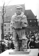 """Heinebein """"Denkmal"""" aus Pappmaché 1938 (Foto: ZZB)"""