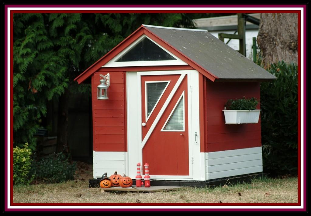 05. September 2012, das Häuschen ist komplett, nur das Dach muß noch winterfest gemacht werden....
