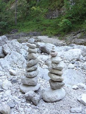 """""""Auch aus Steinen, die einem in den Weg gelegt werden, kann man Schönes bauen."""" Johann Wolfgang von Goethe"""