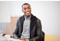 """""""Ich werde Erzieher"""", sagt Gefri Bethel. Diesen Monat macht er im Rahmen seiner Ausbildung sein zweites Praktikum im Evangelischen Familienzentrum in Bockum."""