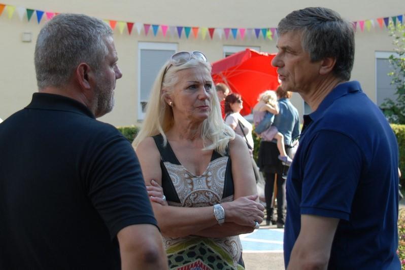 v.l. Heimleiter Jens Lüdert, Frau Esta Wolff Vorstandsvorsitzende Krefelder Frauenverein, Herr Peter Vermeulen CDU OB Kandidat