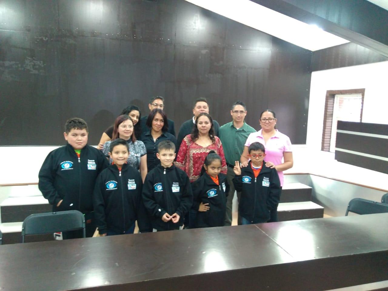Entrega de Camisas y chamarras por parte del Municipio de Coacalco.