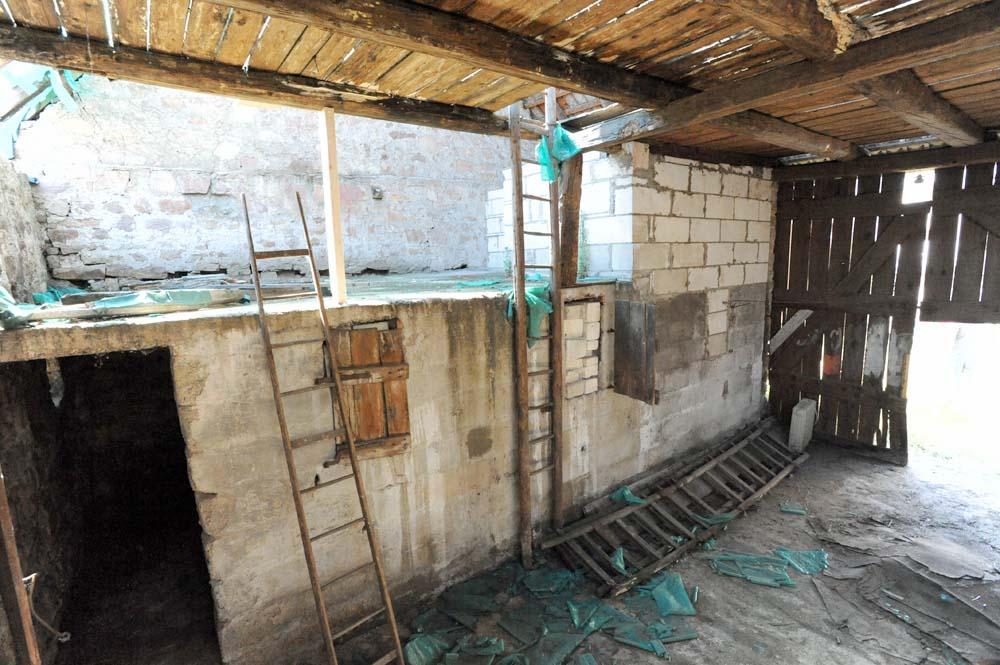 nachträglich eingezogener Boden über ehemaligem Kuhstall (heute Teil des Bades)