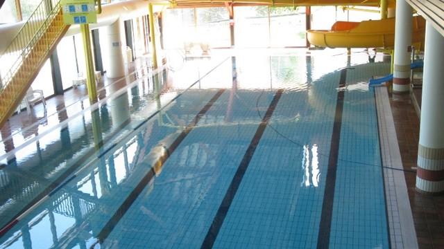 Centre Aqualudique piscine, hamam, Jaccuzzi, patinoire.