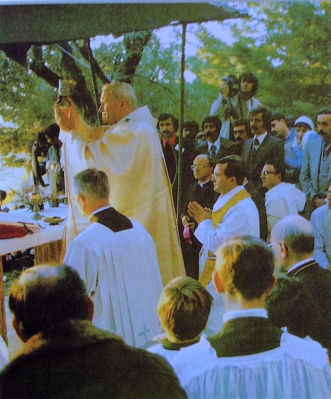Le Pape Jean Paul II célèbre la Sainte Messe au sanctuaire le 30 novembre 1979