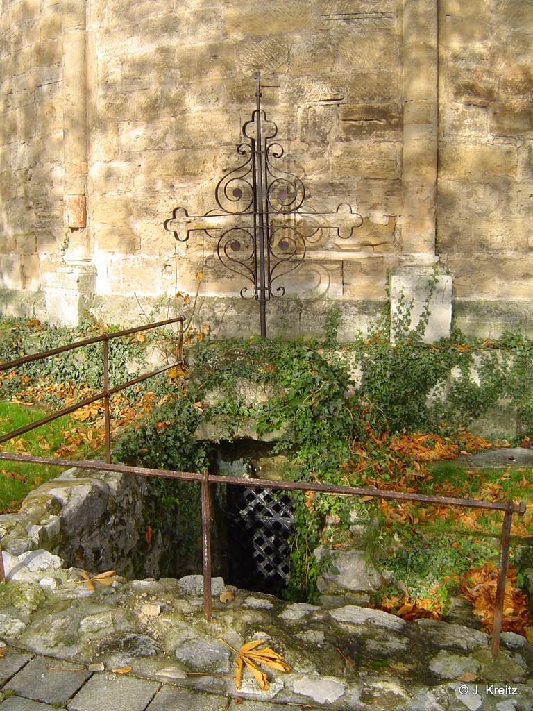 Der Eingang zum Beinhaus