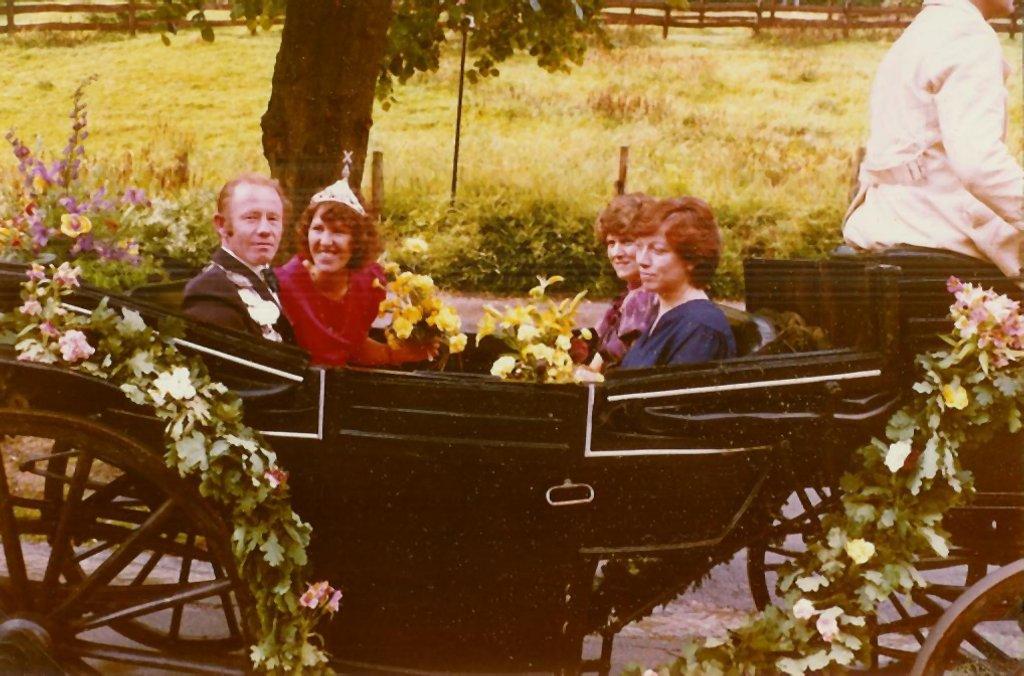 König 1982: Ottfried Marx, Königin: Helene Zellmer, Ehrendamen: Hildegard Marx und Ulla Rother