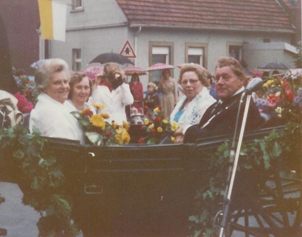 König 1977: Otto Hahn, Königin: Hedwig Pollecker, Ehrendamen: Elisabeth Hahn und Anneliese Hoschützky
