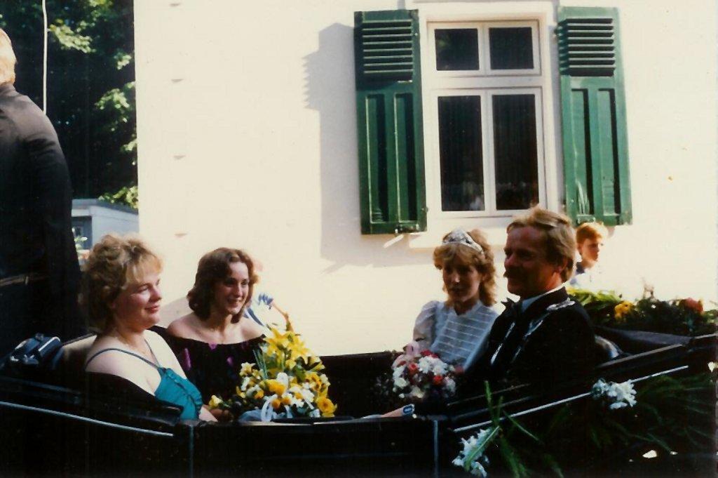 König 1986: Reinhard Mecke, Königin: Michaela Grüner, Ehrendamen: Gerda Mecke und Ulrike Langer