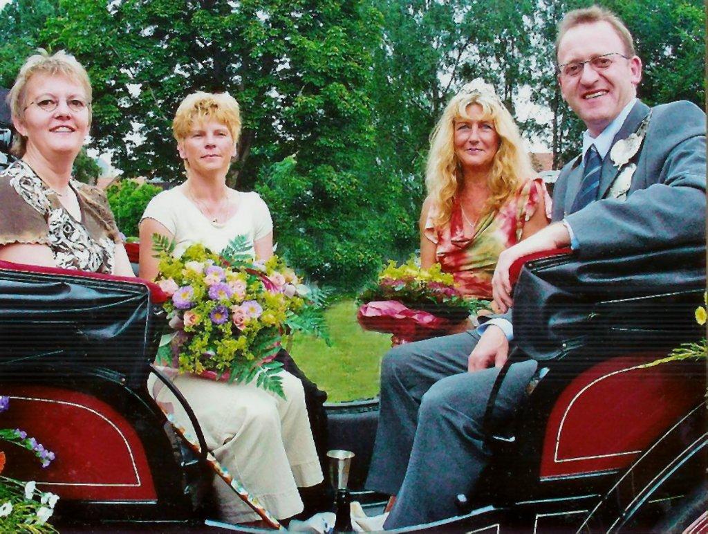König 2003: Bernhand Hesper, Königin: Elke Reinelt, Ehrendamen: Christa Driemer, Gerda Hesper