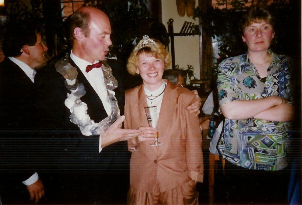 König 1991: Heinrich Löbbert, Königin: Lissy Lohaus, Ehrendamen: Hildegard Löbbert und Gerda Hesper