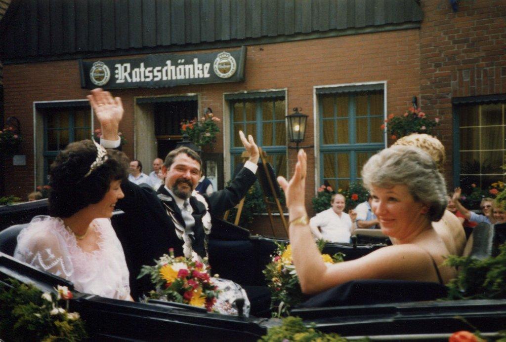 König 1987: Winfried Hamburger, Königin: Benedikta Huestedde, Ehrendamen: Wilma Hamburger und Gabi Hansel