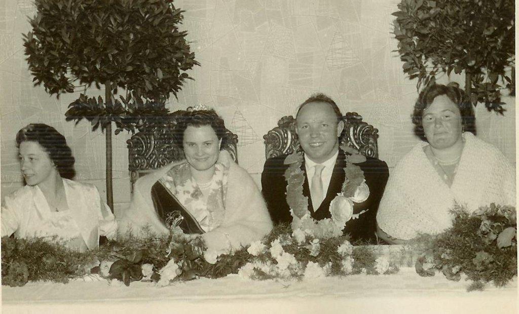 König 1960: Franz Uesbeck, Königin: Ida Prause, Ehrendamen: Anneliese Uesbeck und Maria Kemper