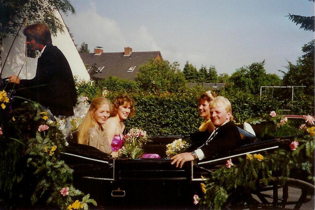 König 1988: Manfred Niederberghaus, Königin: Manuela Böwing, Ehrendamen: Ute Koch und Gisela Ronnebäumer
