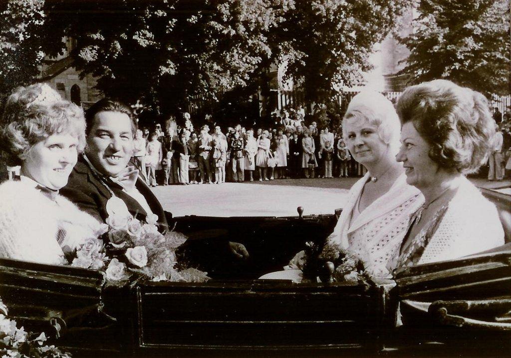 König 1975: Heinrich Berks, Königin: Franziska Allendorf, Ehrendamen: Maria Knüvener und Sieglinde Meyer