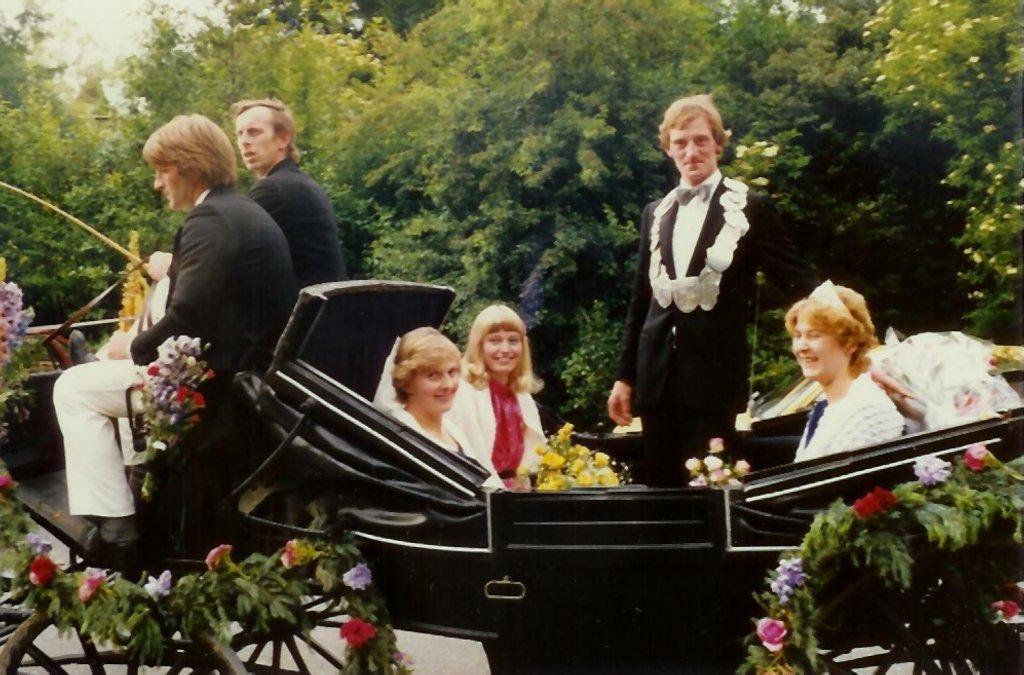 König 1985: Wilfried Ahlmann, Königin: Reinhild Scharmann, Ehrendamen: Maria Theßing und Magdalene Evelt