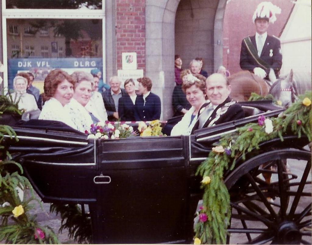 König 1984: Bernhard Baumeister, Königin: Klara Hachtkemper, Ehrendamen: Inge Greb und Agnes Baumeister
