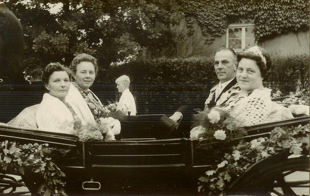 König 1963: Richard Gregorczyk, Königin: Anni Hasenau, Ehrendamen: Gertrud Victor und Thea Gregorczyk
