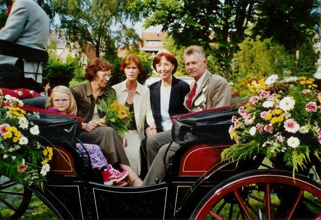 König 2002: Kurt Arning, Königin: Monika Rampe, Ehrendamen: Christel Arning und Elfriede Uesbeck