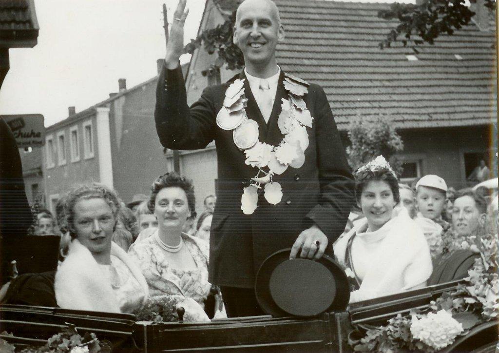 König 1959: Friedrich Koebrügge, Königin: Elisabeth Goedereis, Ehrendamen: Silvia Koebrügge und Irene Lenfers