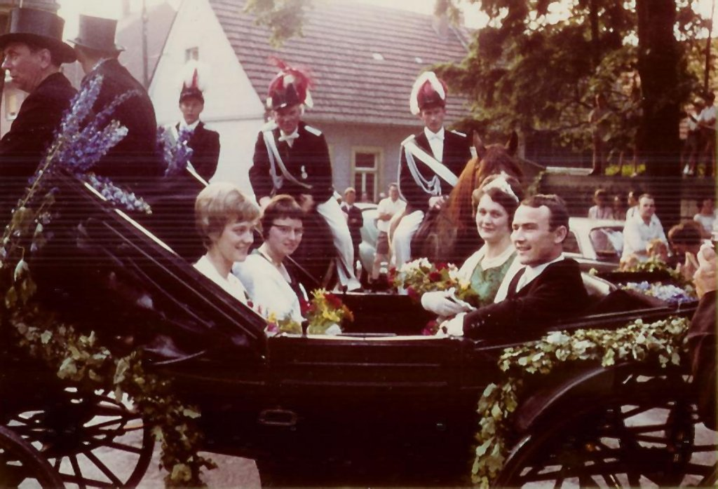 König 1967: Heinrich Averesch, Königin: Eugine Ahlers, Ehrendamen: Rita Brinkmann und Anneliese Averesch