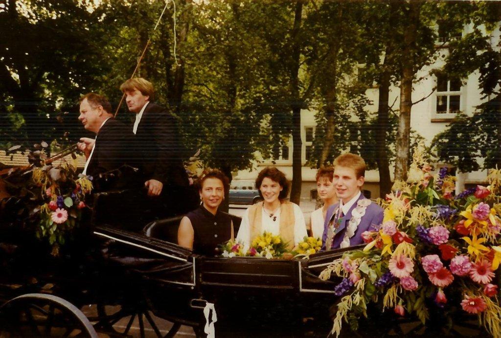 König 1994: Wolfgang Reichert, Königin: Elke Köber, Ehrendamen: Anja Köber und Manuela Brinkmann
