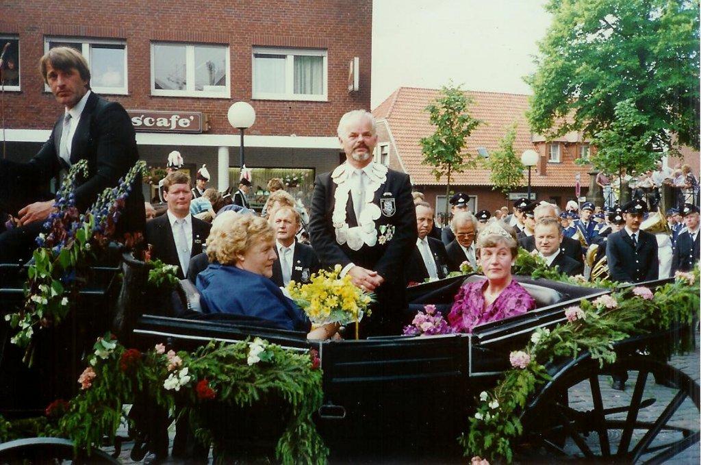 König 1989: Adolf Mecke, Königin: Margret Neises, Ehrendamen: Gerda Mecke und Hannelore Mecke