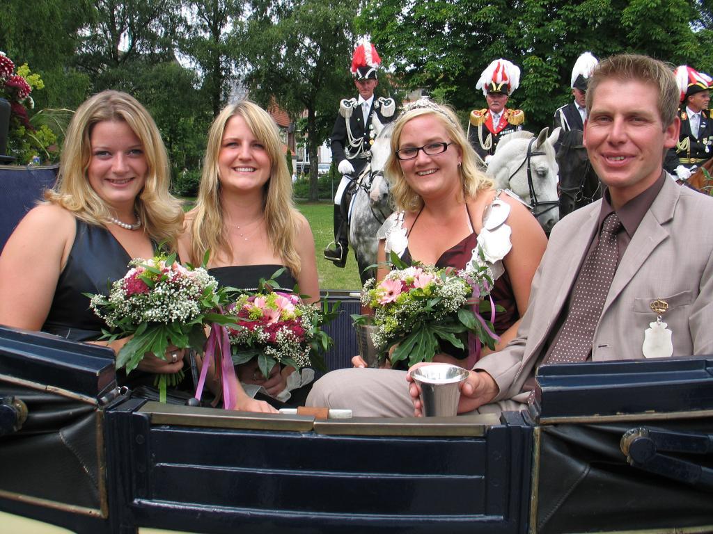 Königin 2009: Friederike Rottmann, Prinz: Wolfgang Reichert, Ehrendamen: Henrike Dittmar und Christina Lohmann