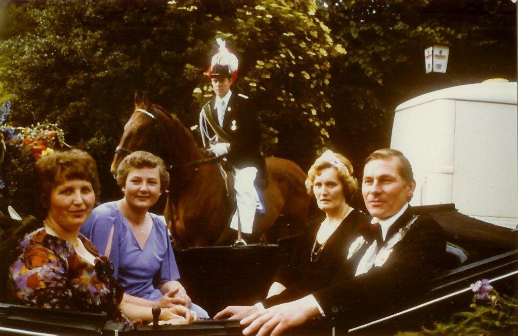 König 1980: Dieter Reichert, Königin: Hedwig Rosenkranz, Ehrendamen: Brigitte Reichert und Christel Böwing