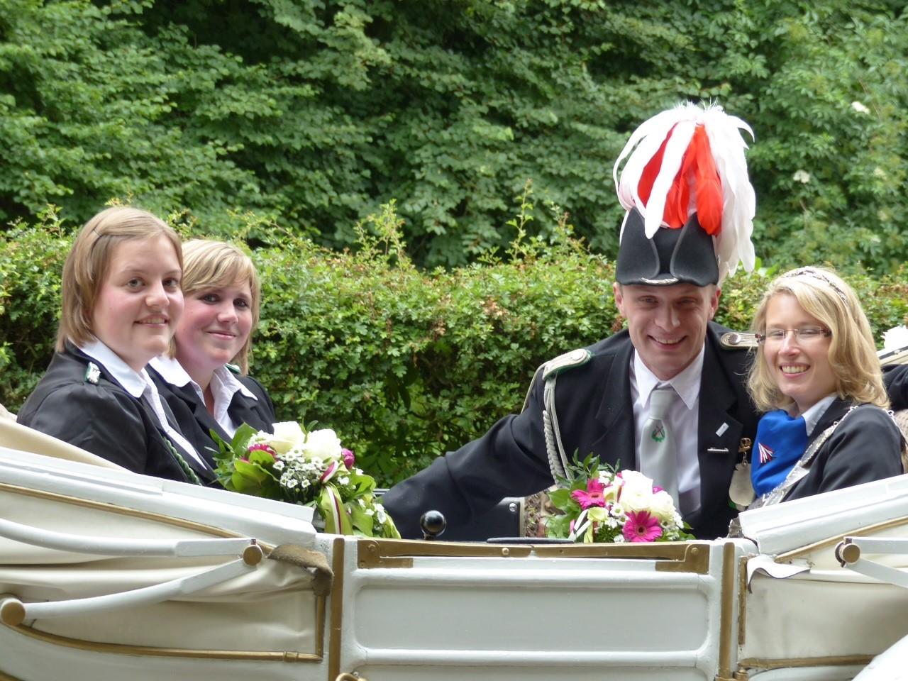 Königin 2014: Jeannine Schwach, Prinz: Dennis Rampe, Ehrendamen: Jutta Hesper und Lisa Bolte