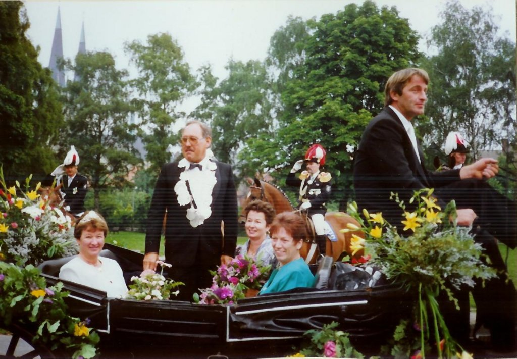 König 1993: Günter Meuter, Königin: Wilma Hamburger, Ehrendamen: Eva-Maria Meuter und Hildegard Marx