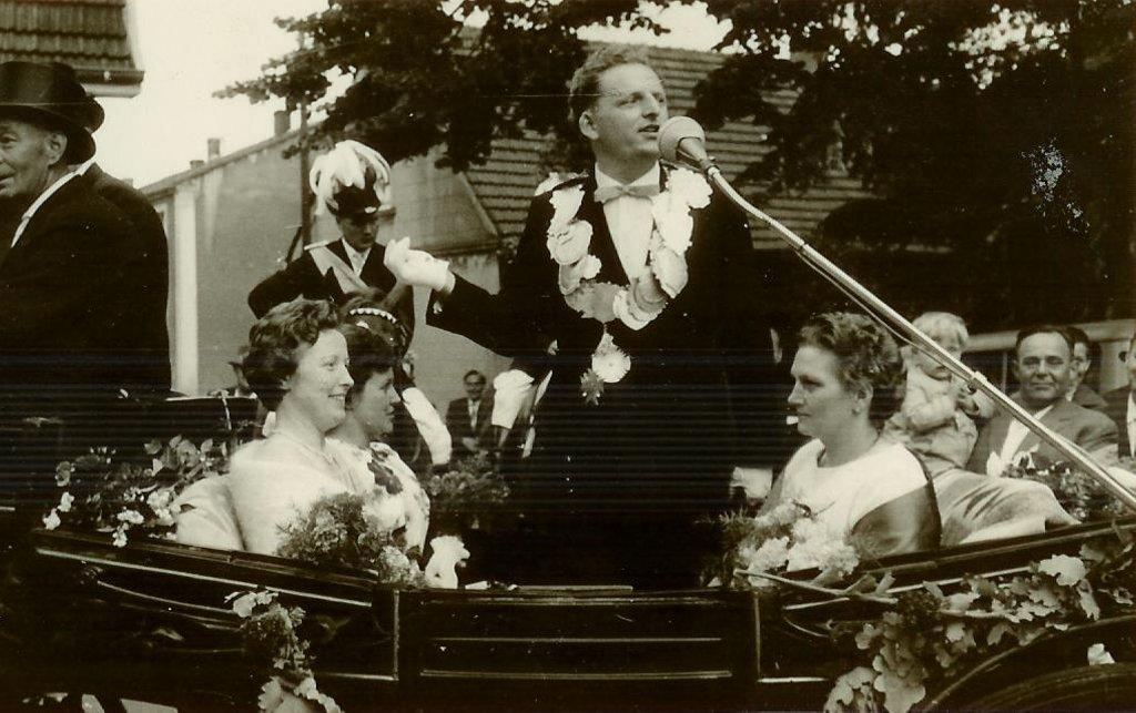 König 1962: Josef Menke, Königin: Elisabeth Scheipers, Ehrendamen: Edith Brunn und Hedwig Menke