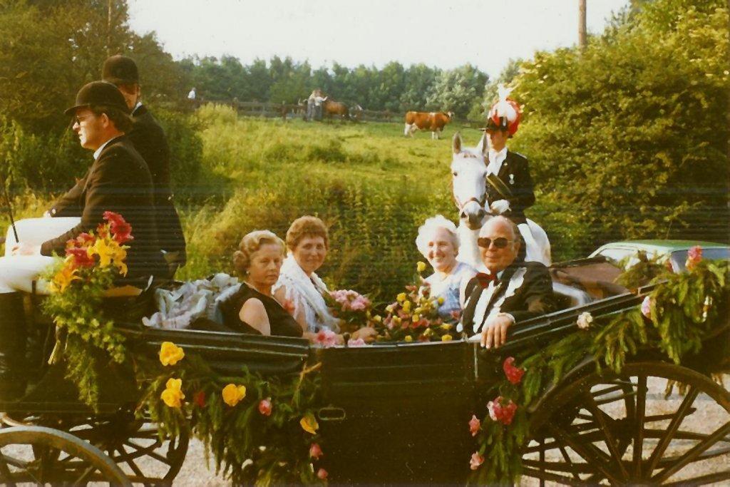 König 1979: Armin Fosse, Königin: Margarete Berling, Ehrendamen: Eva Vosse und Brigitte Reichert