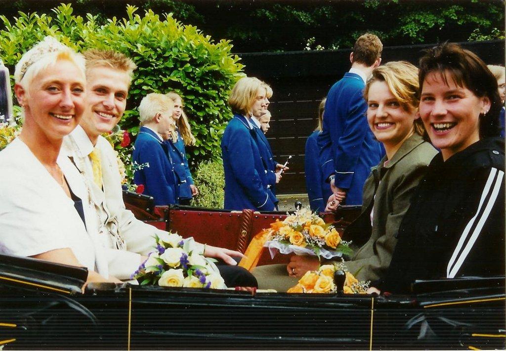 König 2000: Frank Reichert, Königin: Monika Ahlers, Ehrendamen: Manuela Böwing und Christiane Reichert