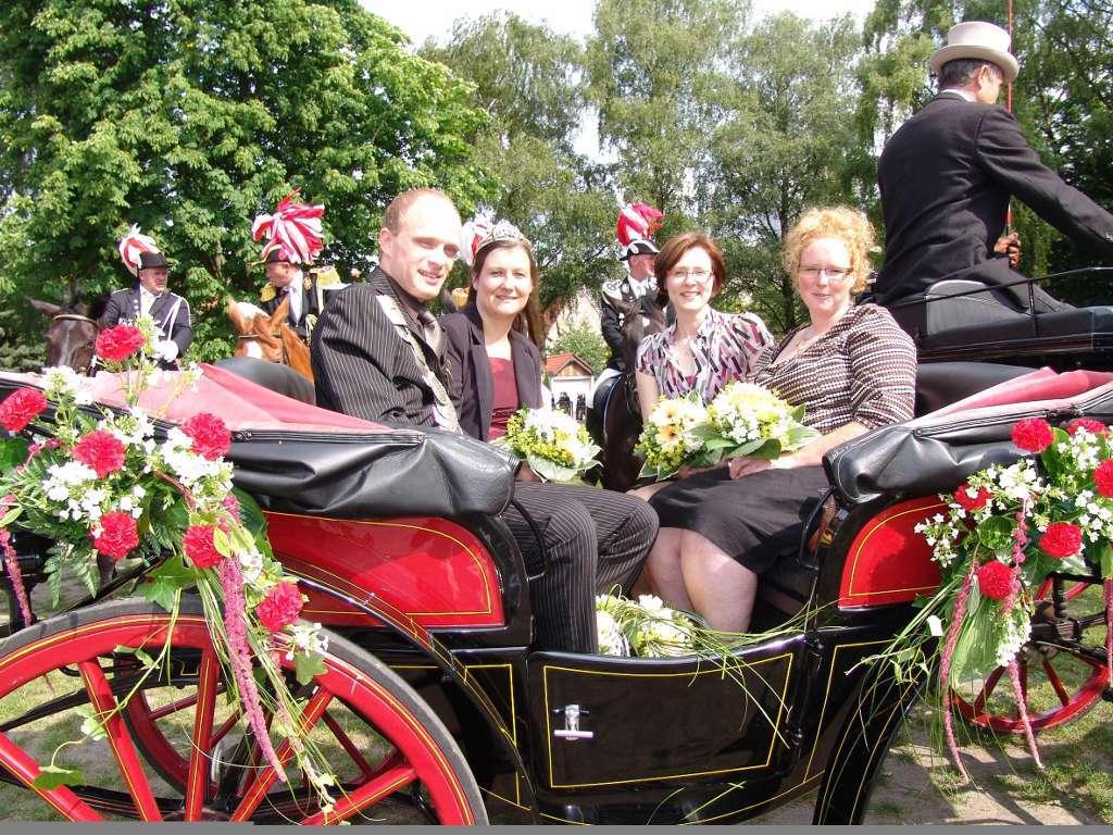 König 2008: Dennis Rampe, Königin: Anja Janowski, Ehrendamen: Andrea Leifeld und Sandra Terbone