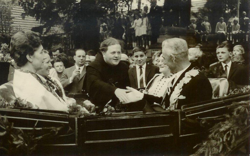 König 1964: Ludger Menke, Königin: Alwine Waltering, Ehrendamen: Maria Klaphake und Christine Menke
