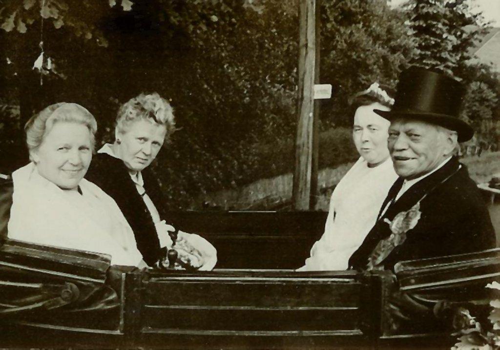 König 1971: Frank Krause, Königin: Gertrud Viktor, Ehrendamen: Gertrud Krause und Christine Menke