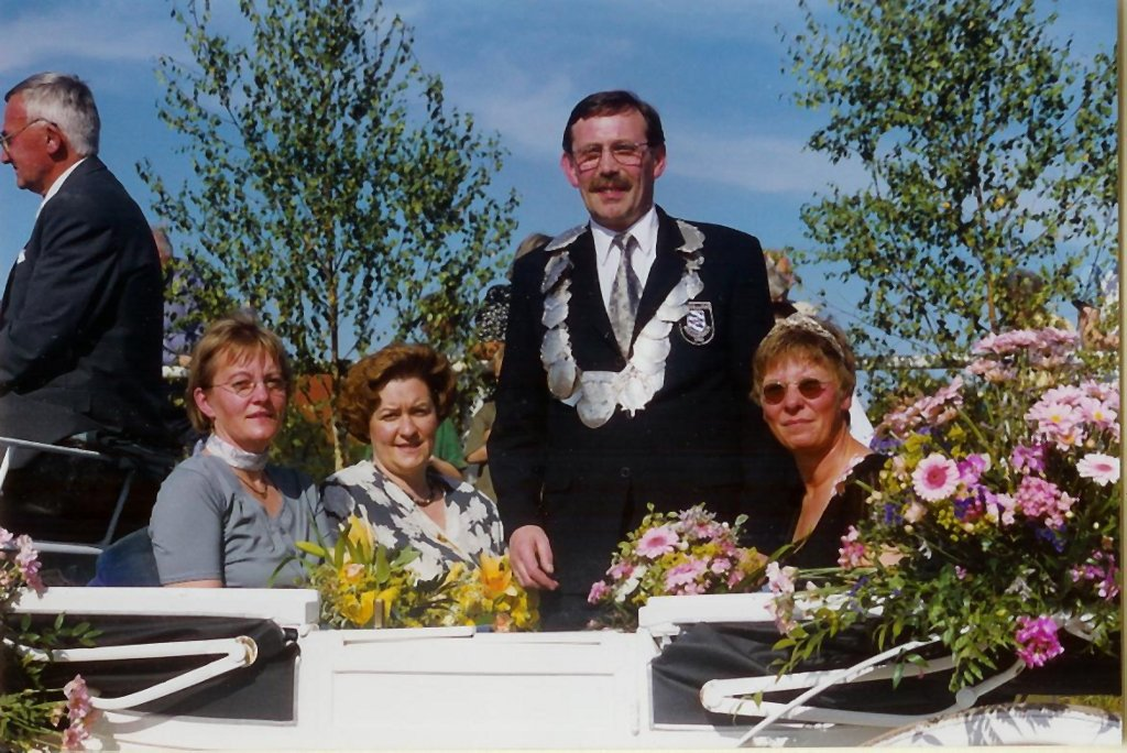König 1999: Willi Dahl, Königin: Lissy Lohaus, Ehrendamen: Christel Dahl und Gerda Hesper