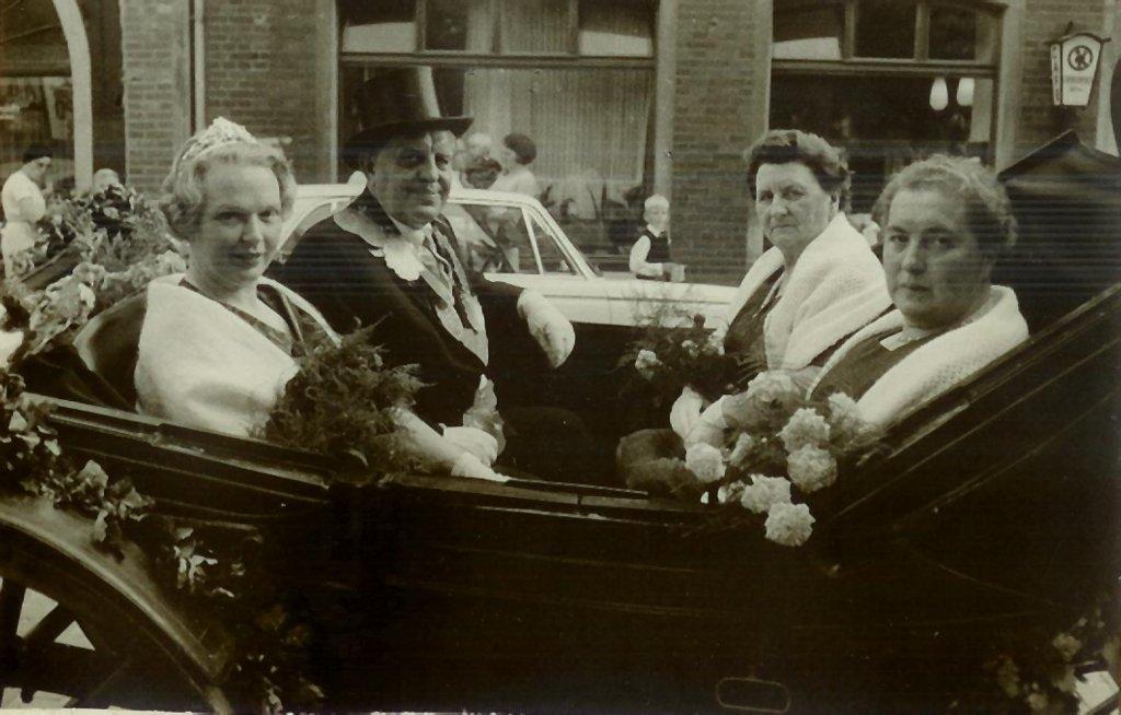 König 1966: Heinrich (Willi) Krüger, Königin: Irene Lanfers, Ehrendamen: Elisabeth Arning und Agnes Voß