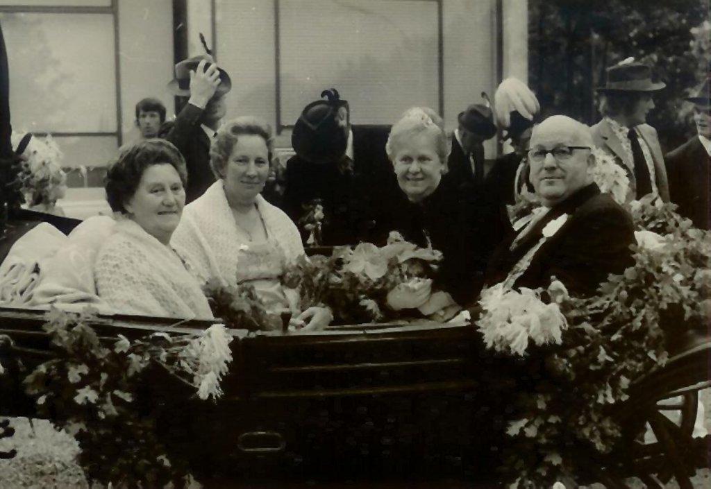König 1973: Anton Hüging, Königin: Gerti Krause, Ehrendamen: Agnes Hüging und Maria Röttgermann