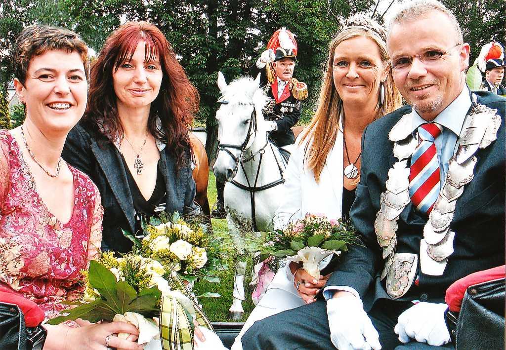 König 2007: Helmut Brinkmann, Königin: Elke Stutter, Ehrendamen: Marion Brinkmann und Marion Killisch
