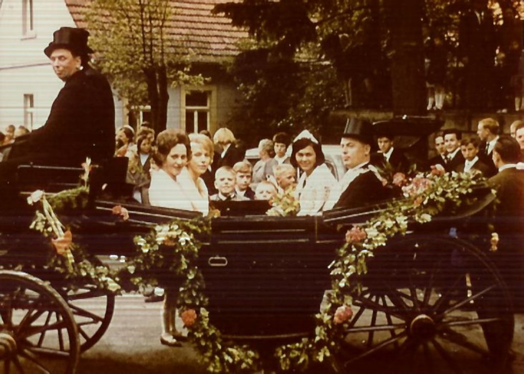 König 1965: Felix Hertz, Königin: Ingeborg Bücker, Ehrendamen: Renate Hertz und Maria Hertz